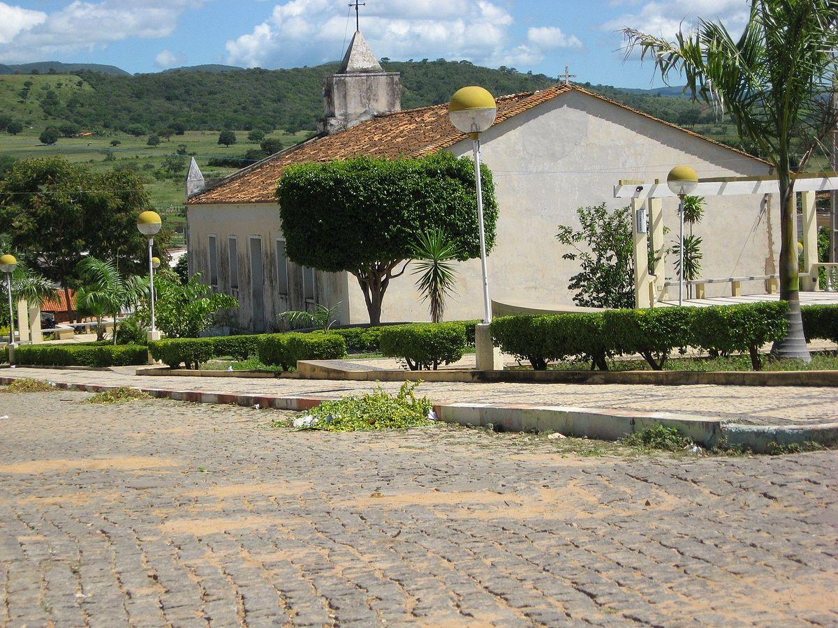 1200px-Botuporã_igreja